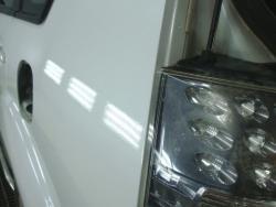 MITSUBISHI OUTLANDER перекраска поверхности крыла привезли от гаражных мастеров